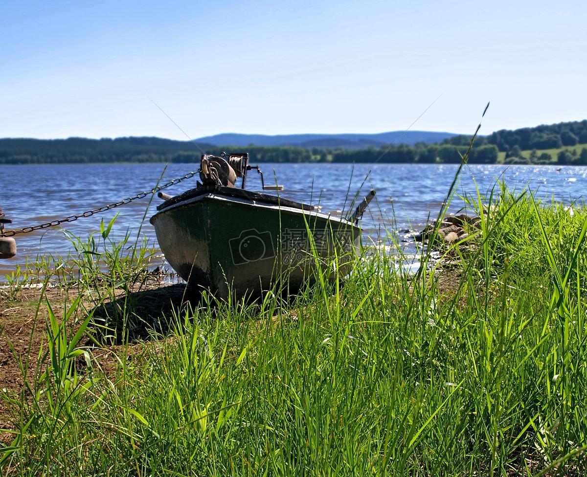 湖边 小船/湖边的小船 收藏免费下载