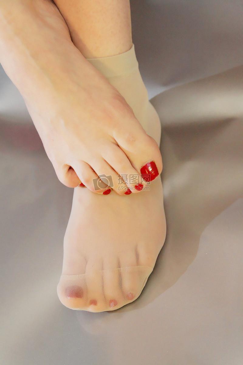 在袜子美丽的女人脚